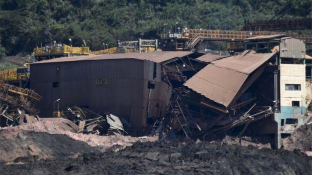Dependências da Vale destruídas por rompimento de barragem