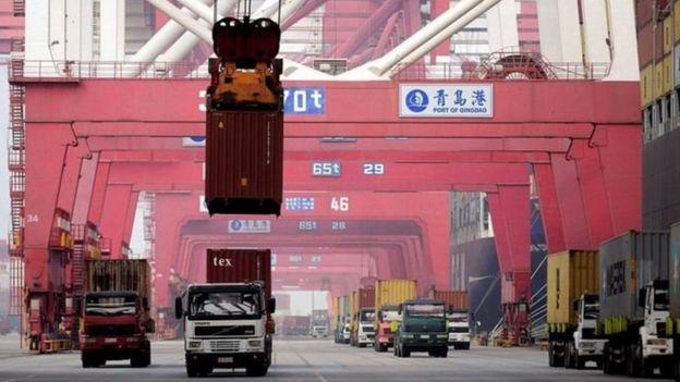 Çin'de mal taşıyan kamyonlar