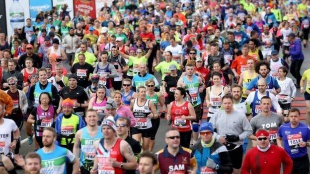 Corredores en el maratón de Londres