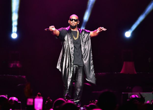 R Kelly in concert
