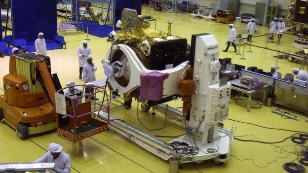 علماء هنود يشتغلون على مركبة تشندريان2