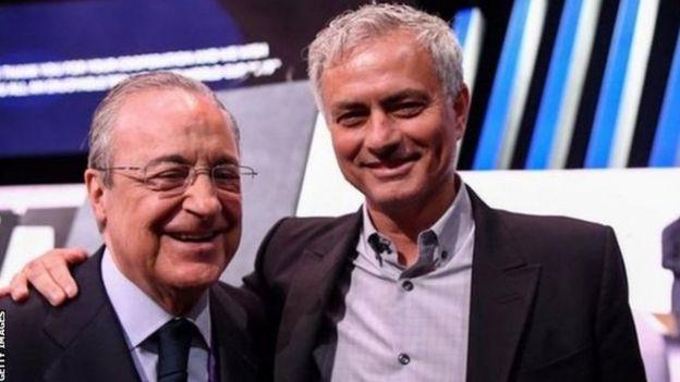Florentino Perez (kushoto) na Jose Mourinho walikuwa wakitabasamu wakati walipokutanba katika kongamano la Fifa mwezi Juni