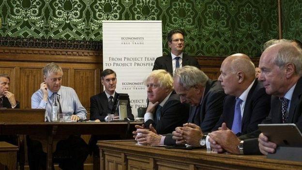 بوريس جونسون من أبرز معارضي خطة ماي لمغادرة الاتحاد الأوروبي