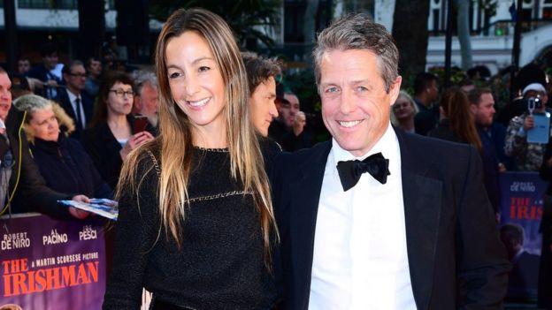 هیو گرانت و آنا الیزابت ابرستاین، همسرش در مراسم نمایش فیلم مرد ایرلندی در لندن