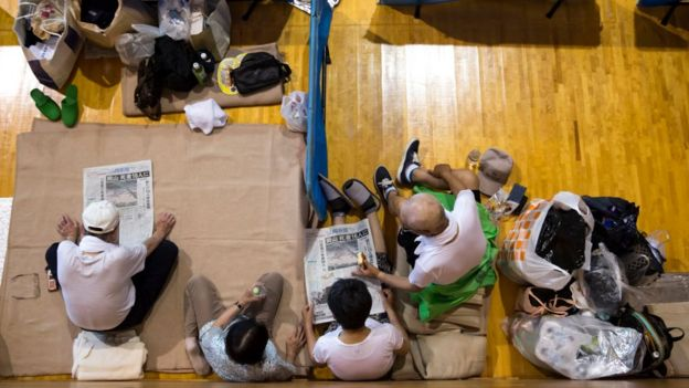 受災區的15個縣有大約12000人安置到學校和體育館等避難中心