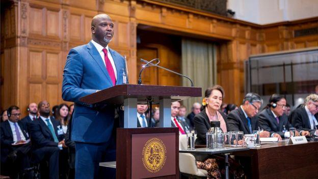 Министр юстиции Гамбии Абубакар Тамбаду выступает в Международном суде ООН 10 декабря 2019 года