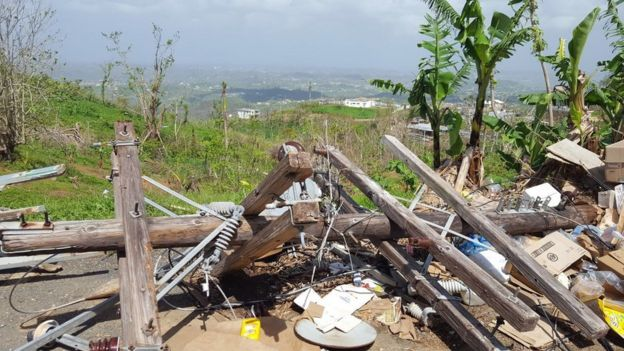 Las redes eléctricas de la isla permanecen seriamente dañadas.