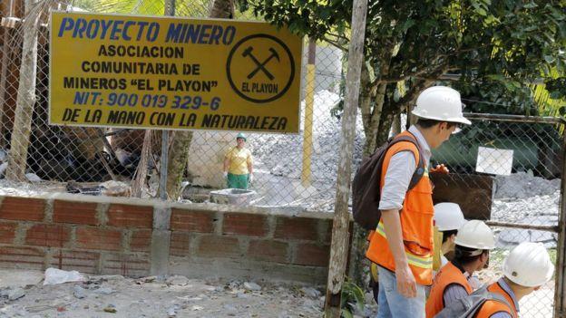 Entrada de la exmina El Playón, que ahora se llama Segovia Minera Gold.