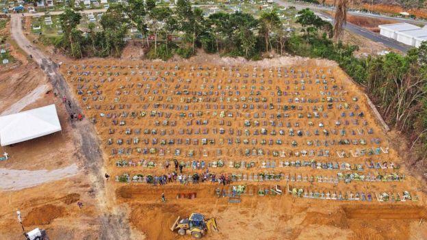 Imagen aérea de la fosa común