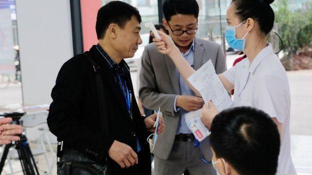 Theo GS Nguyễn Văn Tuấn, Việt Nam nên xét nghiệm ở qui mô cộng đồng.
