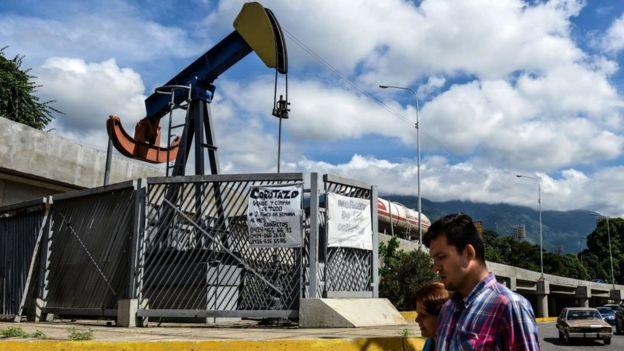 Una bomba de petróleo en Caracas.