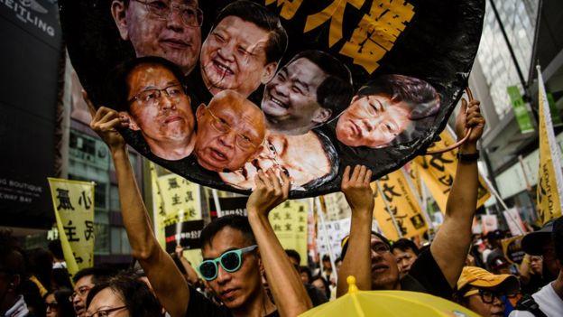Người biểu tình yêu cầu tăng cường sự dân chủ tại Hong Kong hôm 1/7 nhân dịp kỉ niệm 20 năm Hong Kong được trao trả cho Trung Quốc