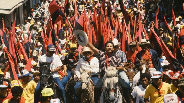 Ortega durante una marcha electoral en 1990.