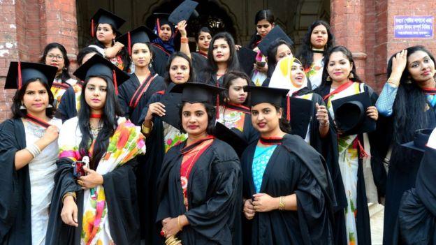 Graduadas de la Universidad de Daca, diciembre 2019
