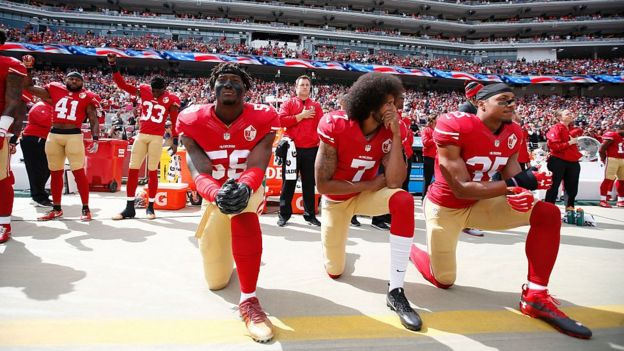 Kaepernick and his companions during the anthem of the United States.