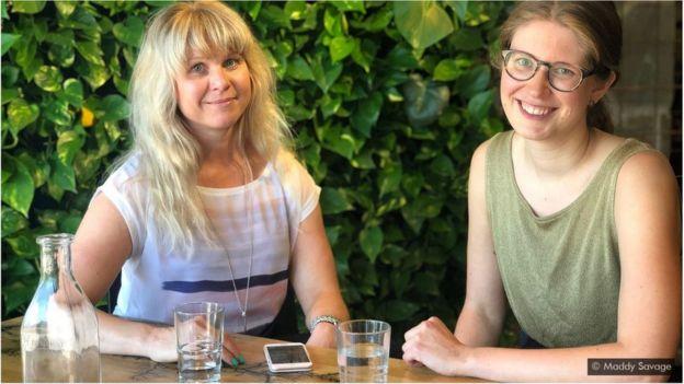 Pauliina Alanen (à direita) experimentou o estilo de trabalho do Vale do Silício e da Finlândia - 'Os finlandeses tiram seu horário de almoço', diz ela