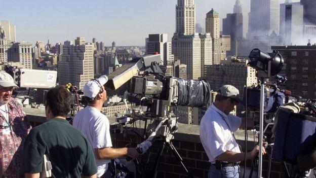 9/11 இரட்டை கோபுர தாக்குதல்: அன்று நடந்து என்ன? - புகைப்படங்களின் சாட்சியம்