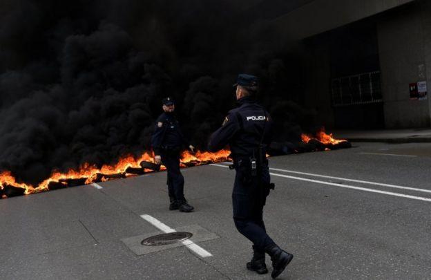 درگیری پلیس ضد شورش و تظاهرکنندگان در گیخون، اسپانیا