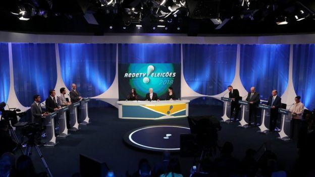 Candidatos durante debate em agosto