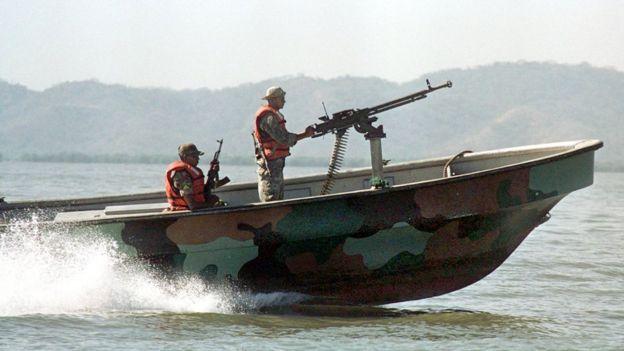 Una lancha de la marina nicaragüense patrulla el Golfo de Fonseca.