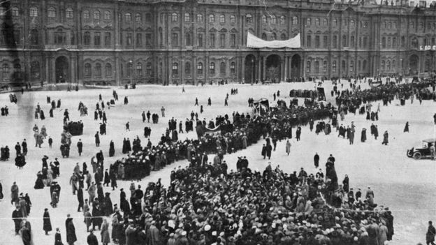 Митинг перед Зимним дворцом в Петрограде (март 1917 года)