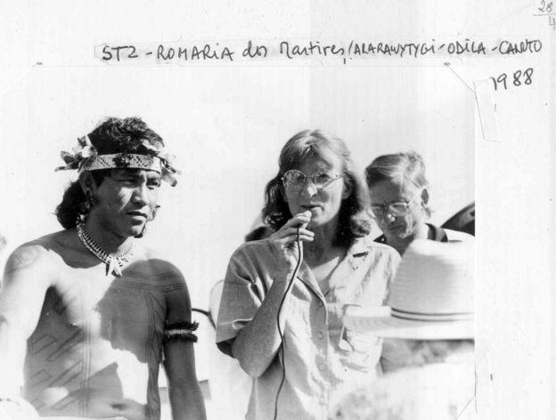Irmã Odila com líder indígena
