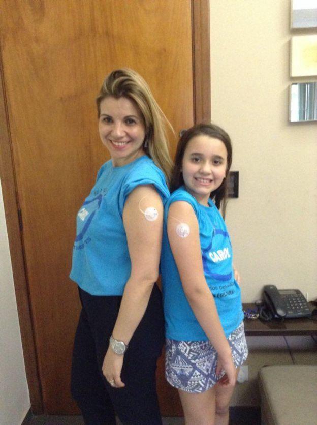 Caroline com a mãe, Ana Paula