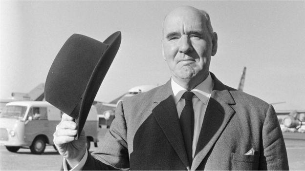 O historiador Cyril Northcote Parkinson criou a Lei de Parkinson após um ensaio na revista inglesa The Economist