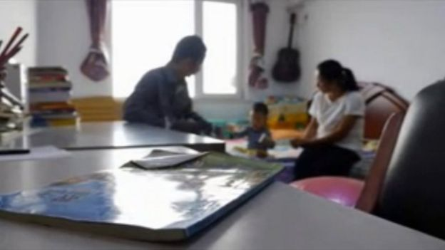 Xie Yanyi with his wife and kid