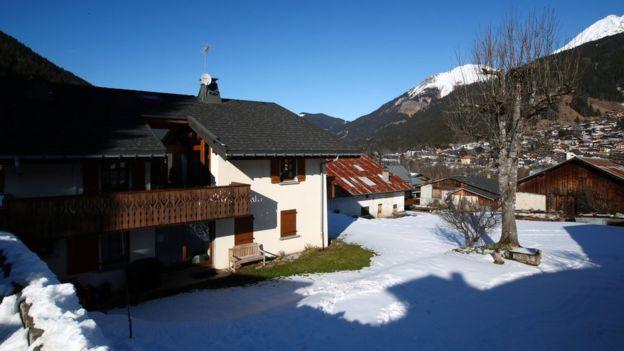 Nhóm này đã nghỉ tại một căn nhà gỗ trong khu nghỉ Alps tại Les Contamines-Montjoie gần Mont Blanc.