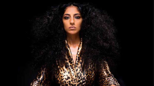 الإسرائيلية شيران أبراهام تغني بالعربية وتنهل من ذاكرة جدتها اليمنية