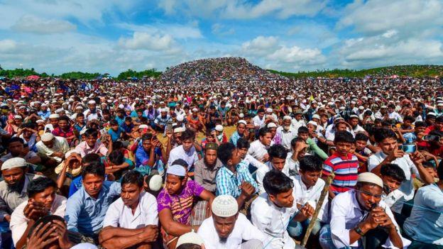 ২৫শে আগস্ট কুতুপালং শিবিরে রোহিঙ্গা শরণার্থীদের সমাবেশ।