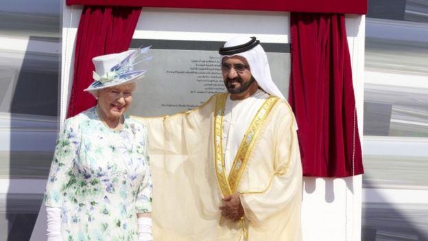 الشيخ محمد بن راشد مع إليزابيث الثانية ملكة بريطانيا