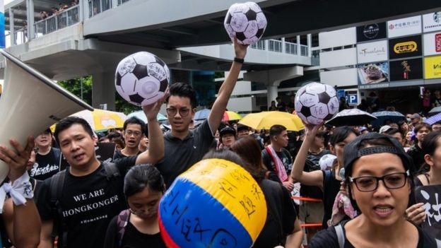 رویارویی پلیس و معترضان در تظاهرات بزرگ هنگکنگ