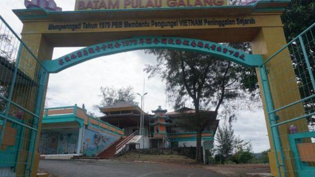 Cổng chùa tại trại tị nạn Galang