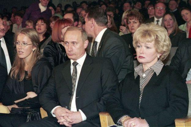 Ksenia Sobchak, Vladimir Putin and Lyudmila Narusova commemorating Anatoly Sobchak