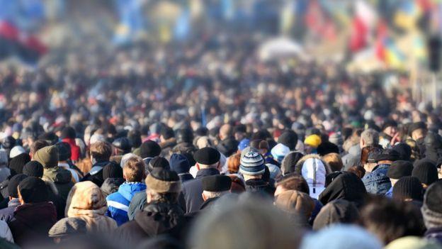 Foto genérica de concentración humana