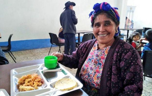 Mujer en comedor social