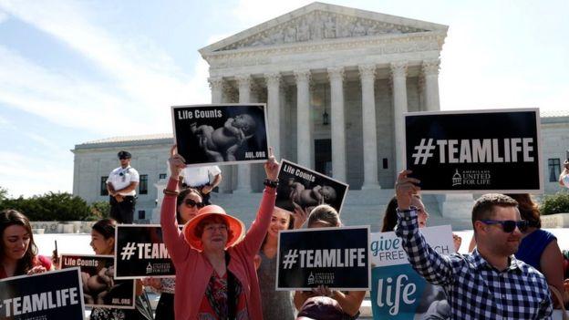 Protesta de grupos contrarios al aborto ante la Corte Suprema de Justicia.