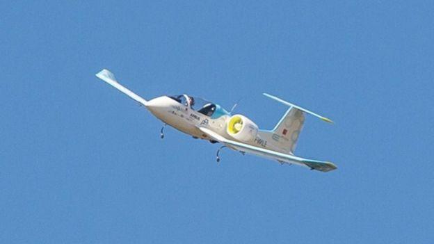 طائرة بمحرك كهربائي
