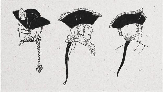 从左到右:英格兰骑兵军官、辫子绑着黑色缎带的法国军官、和戴假发的德国军官。