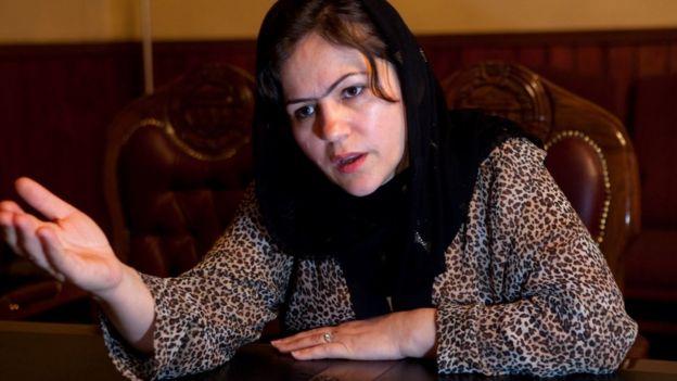 Fawzia Kofi habla con la prensa en Kabul