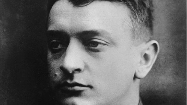 Тухачевский был музыкальный человек, играл на скрипке и любил музыку Шостаковича