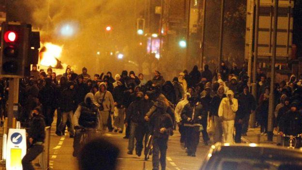 TOMA'lar, 2011'deki Londra ayaklanmalarından sonra ısmarlanmıştı