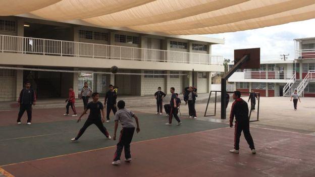 Patio de la escuela Leyes de Reforma, Tijuana, México (Foto: Beatriz Díez)