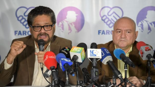Iván Márquez (izq.) y Carlos Antonio Lozada (izq.), líderes de las FARC.