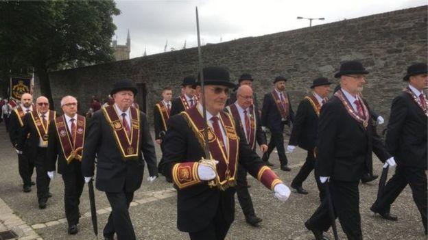 Apprentice Boys recognise 'upset' over band uniform - BBC News