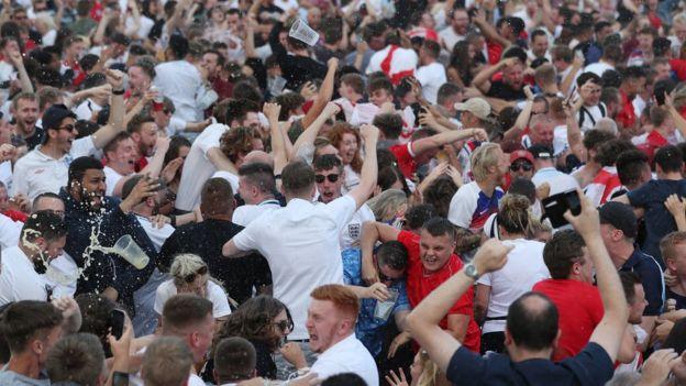 諾丁漢城堡的球迷。