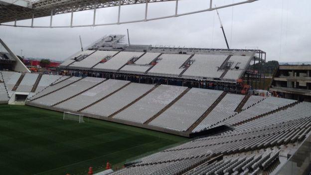 Área interna (assentos) da Arena Corinthians em construção em 2014