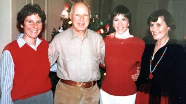 La familia de Maryann en las navidades 1975 o 1976 (Foto: cortesía de Maryann Gray).